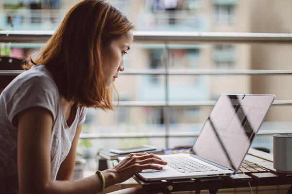 Asendia Asia e-commerce b2b woman